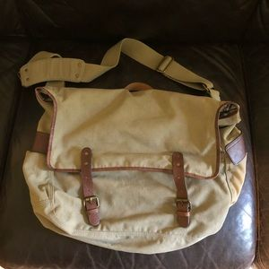 Handbags - EUC messenger bag